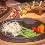 日式風味牛排餐點 越光米、咖哩牛肉、生菜無限續加還免服務費 X 鬥牛士 牛排食堂