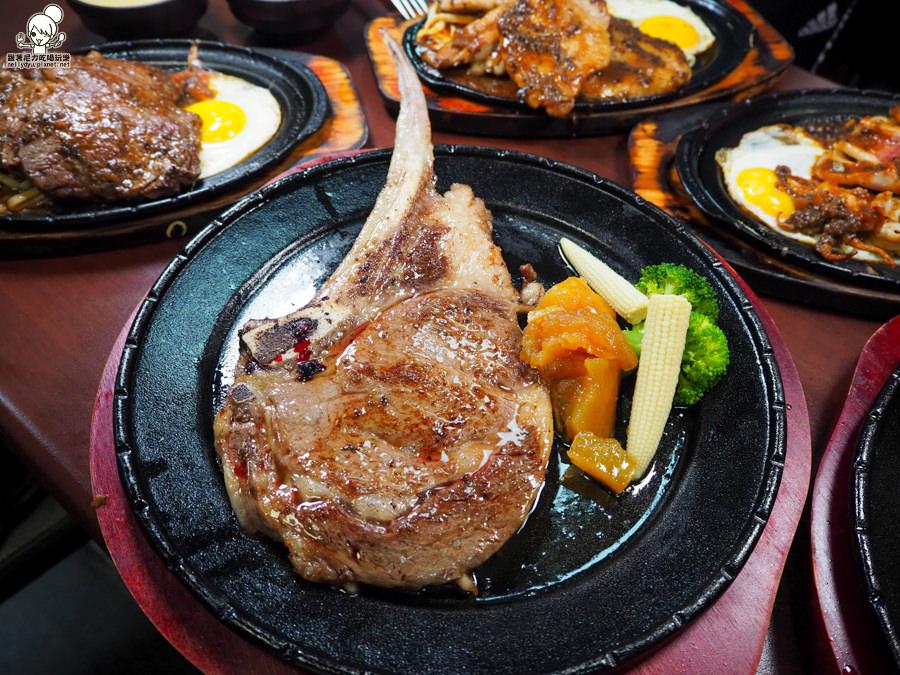 高雄平價牛排 鐵板牛排 好吃牛排 厚切 高雄美食