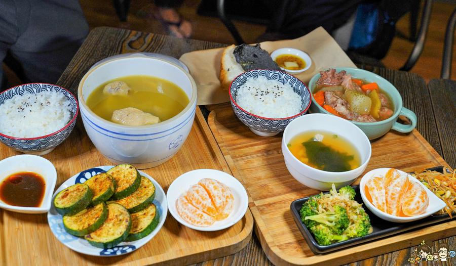 高雄新興區美食 聚餐 約會 燉湯 雞湯 必吃 高雄美食 推薦 新堀江美食