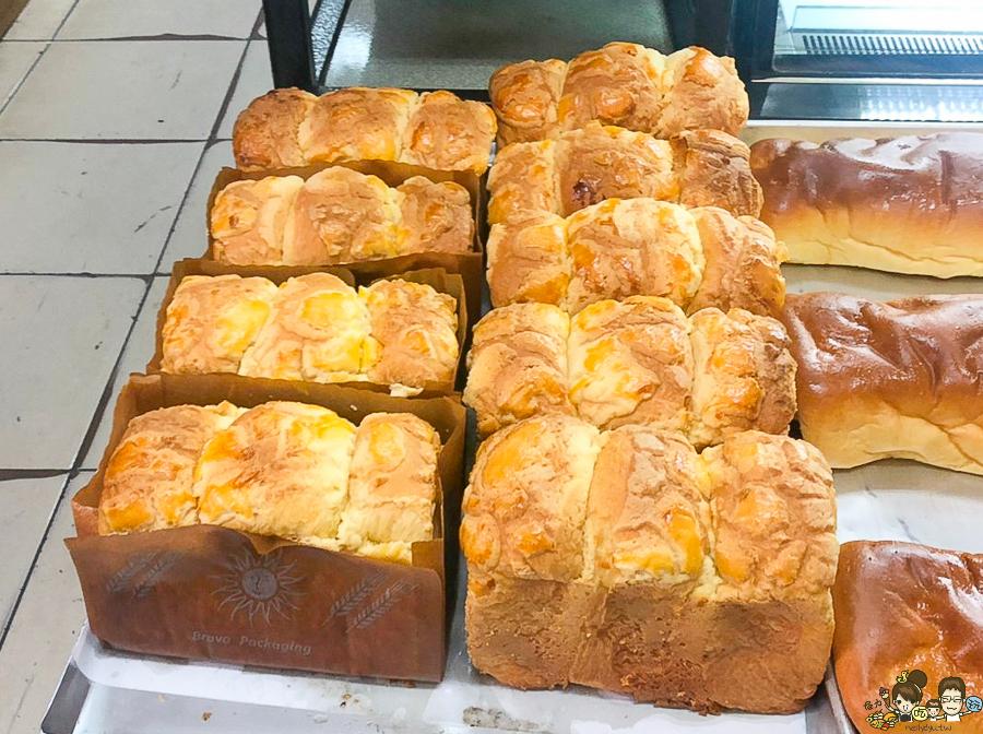台南麵包土司 雞蛋鮮奶吐司 蛋糕 小點心 巷弄美食 老字號麵包 傳統 脆皮泡芙 古早味泡芙