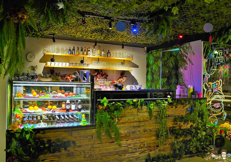 愛雨林餐廳 主題餐廳 親子 高雄特色 景點 百貨商圈 美食 在地美食