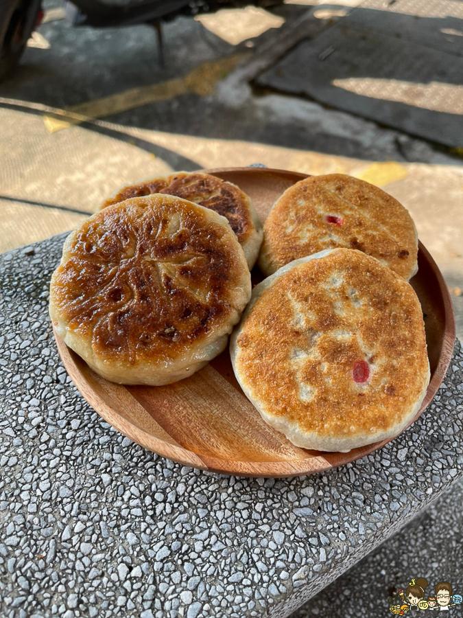 北平鴻福記 蔥油餅、牛肉餡餅、豬肉餡餅、韭菜盒 高雄美食 銅板美食 必吃 鳳西黃昏市場